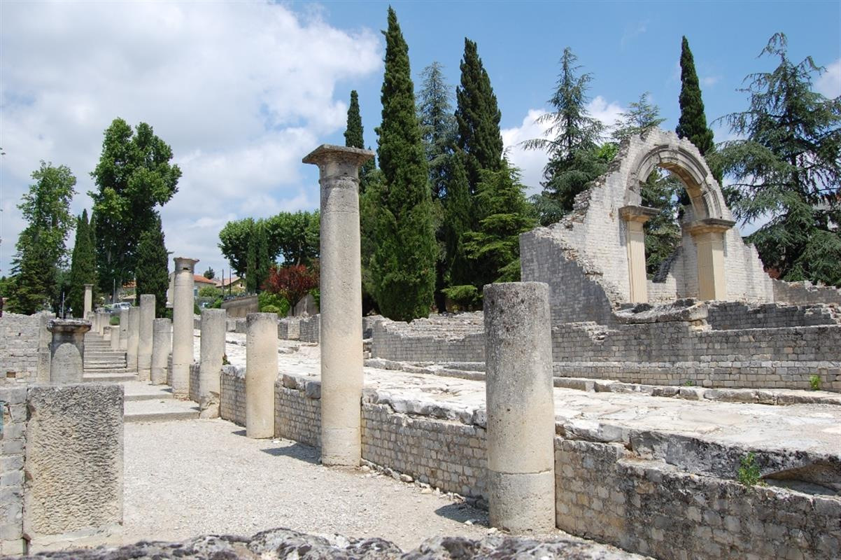 roman ruins st remy de provence jdv holidays south of france